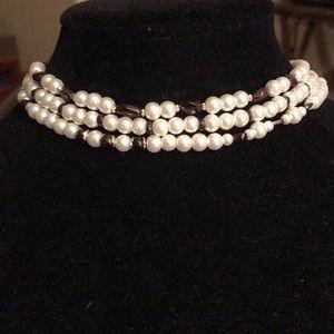 Jewelry - ⬇️🛍🎉elegant genuine garnet & faux pearl neckla